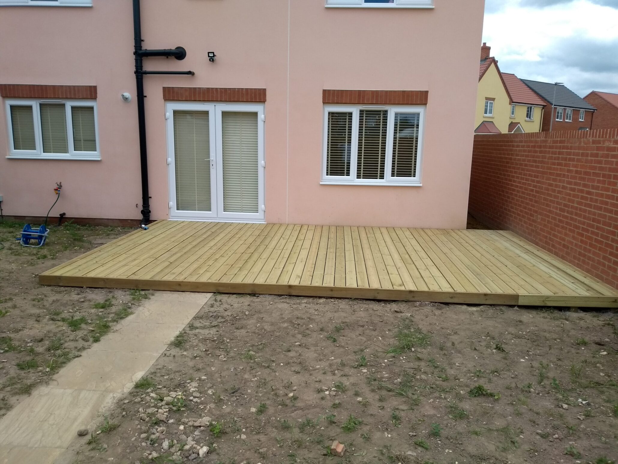 nEW BUILD HOUSE DECKING